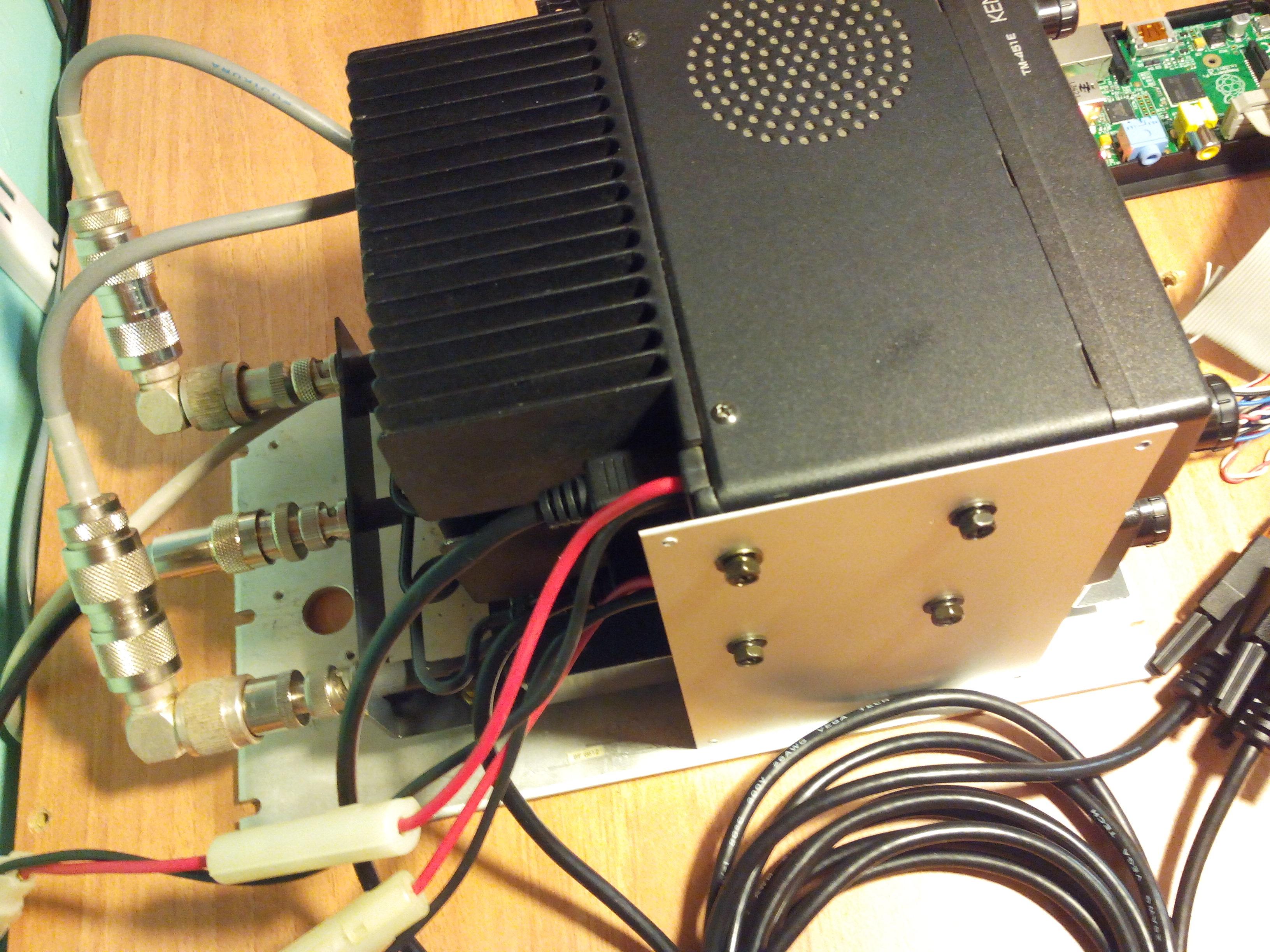 Les deux postes UHF avec le duplexeur 7,6 MHz