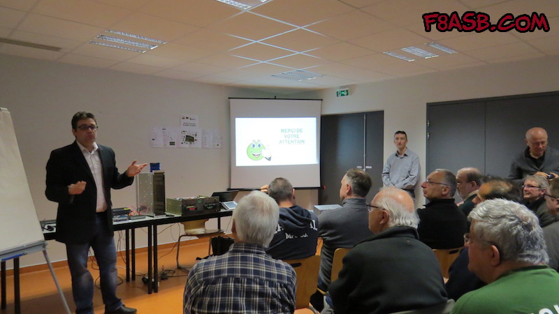 Juan F8ASB and Chris F5UII in presentation of the developpement of SvxLink Card, analog repeater logic