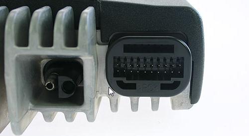 Connecteur accessoire arrière d'un Motorola GM-360
